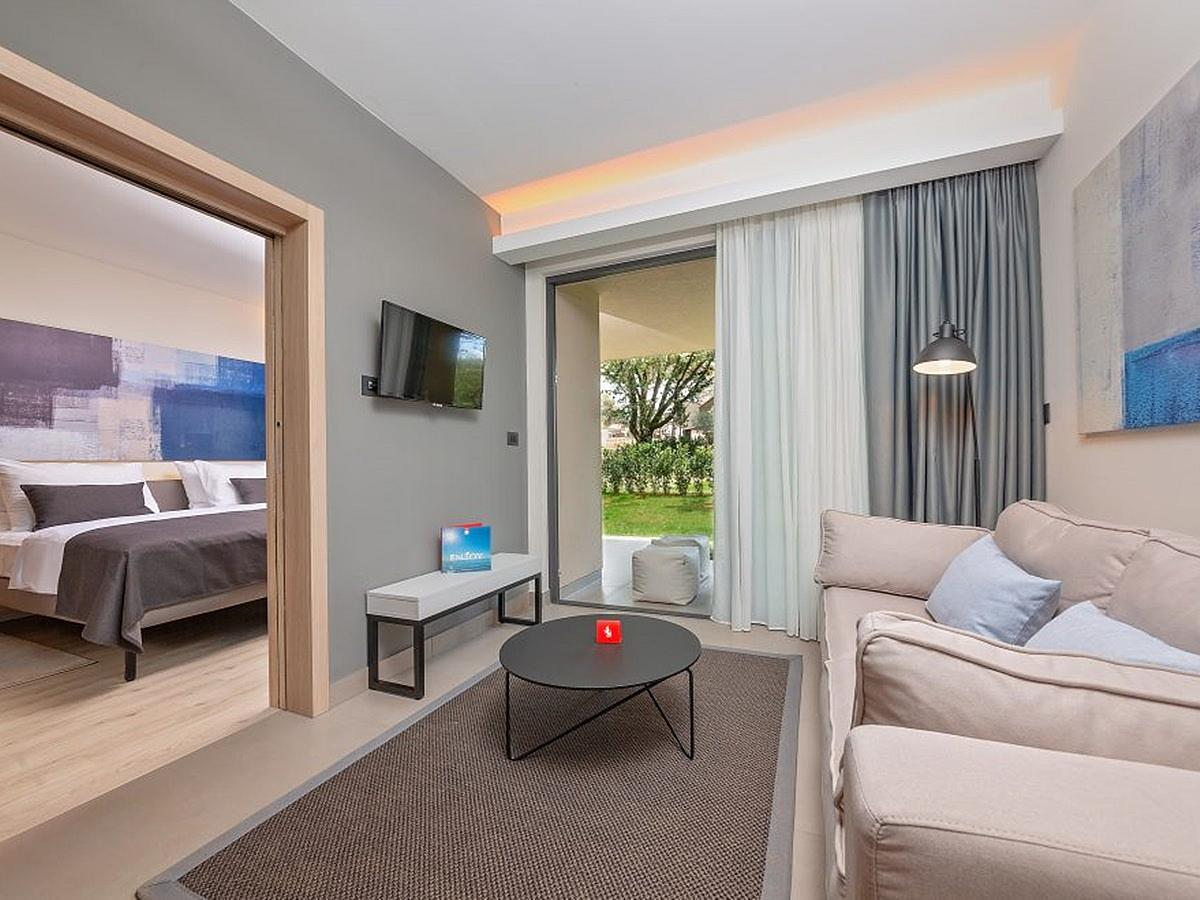 Double suite park side with 2 extra bed with terrace and halfboard