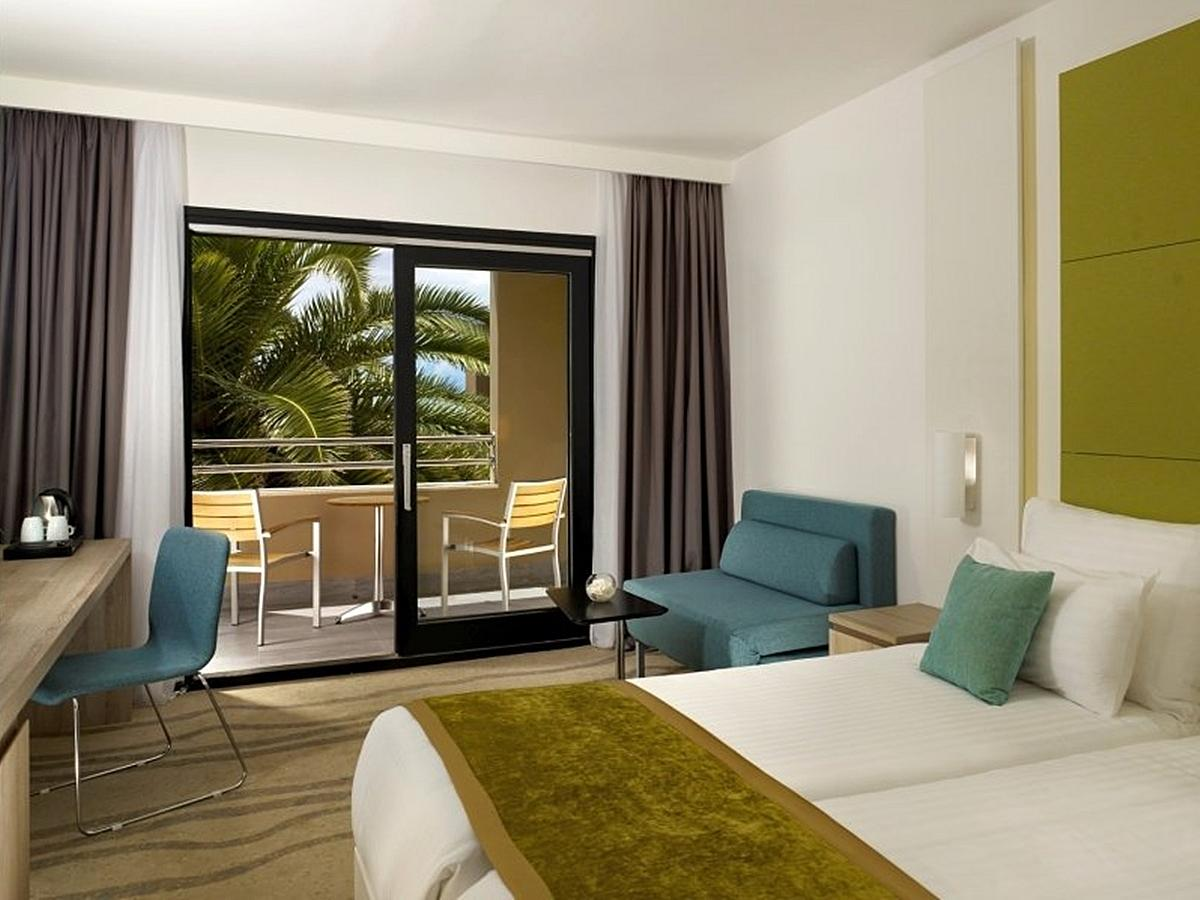 Double room with halfboard, park side with balcony- Part Wing Superior
