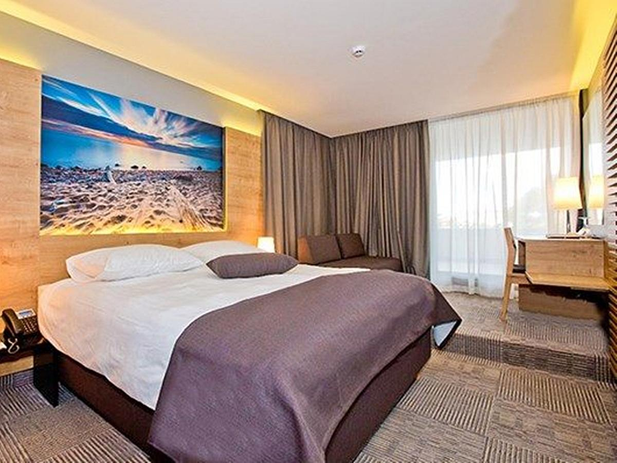 Double room standard with help bed, sea view, with balcony and half board