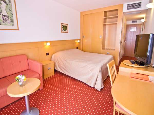 Single room sea view or park view with half board