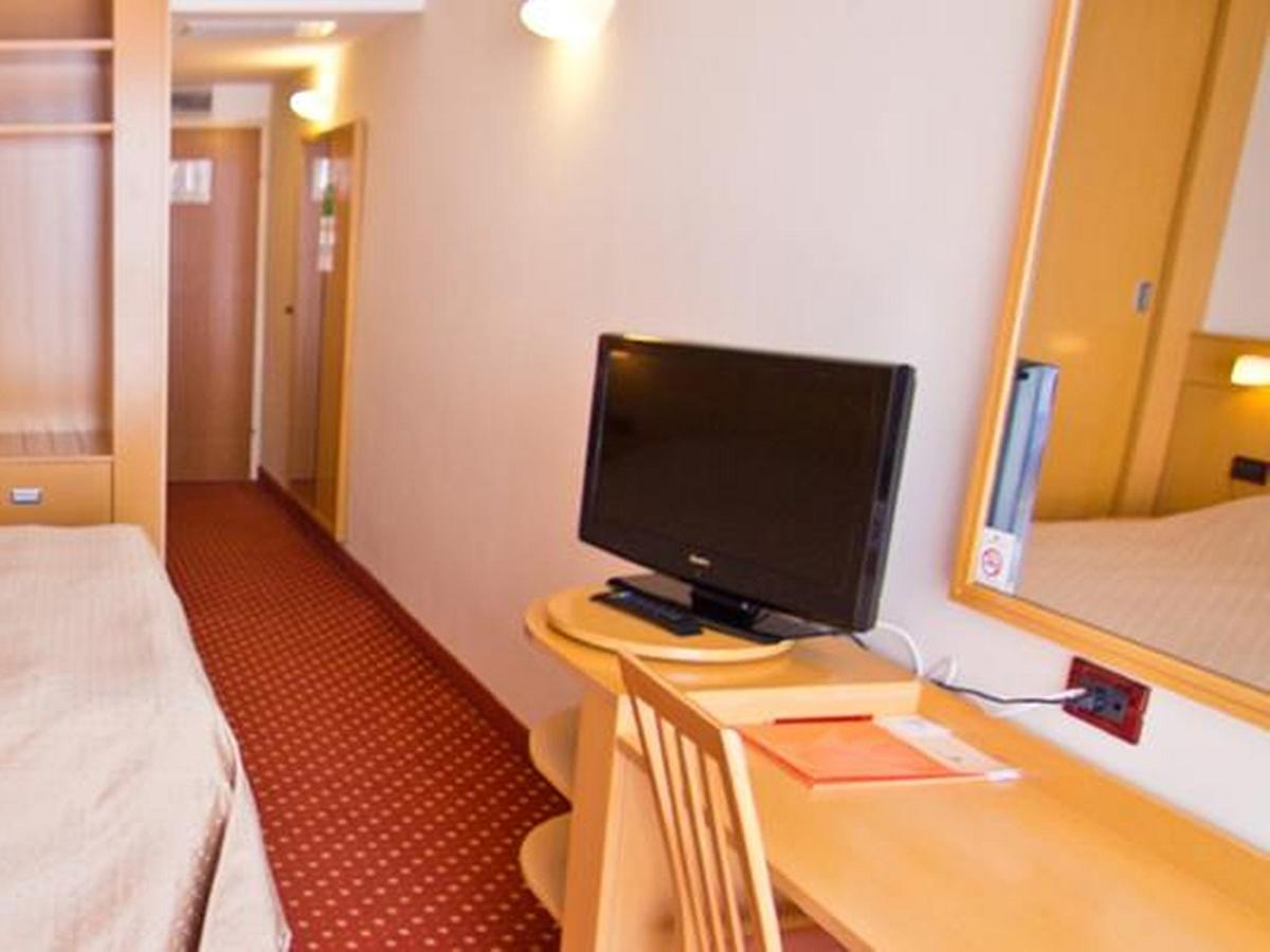 Double room classic sea view with halfboard- single use