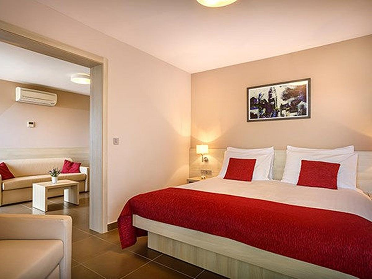 Dvoulůžkový pokoj suite, junior se 3 pomocnými lůžky s balkonema polopenzí