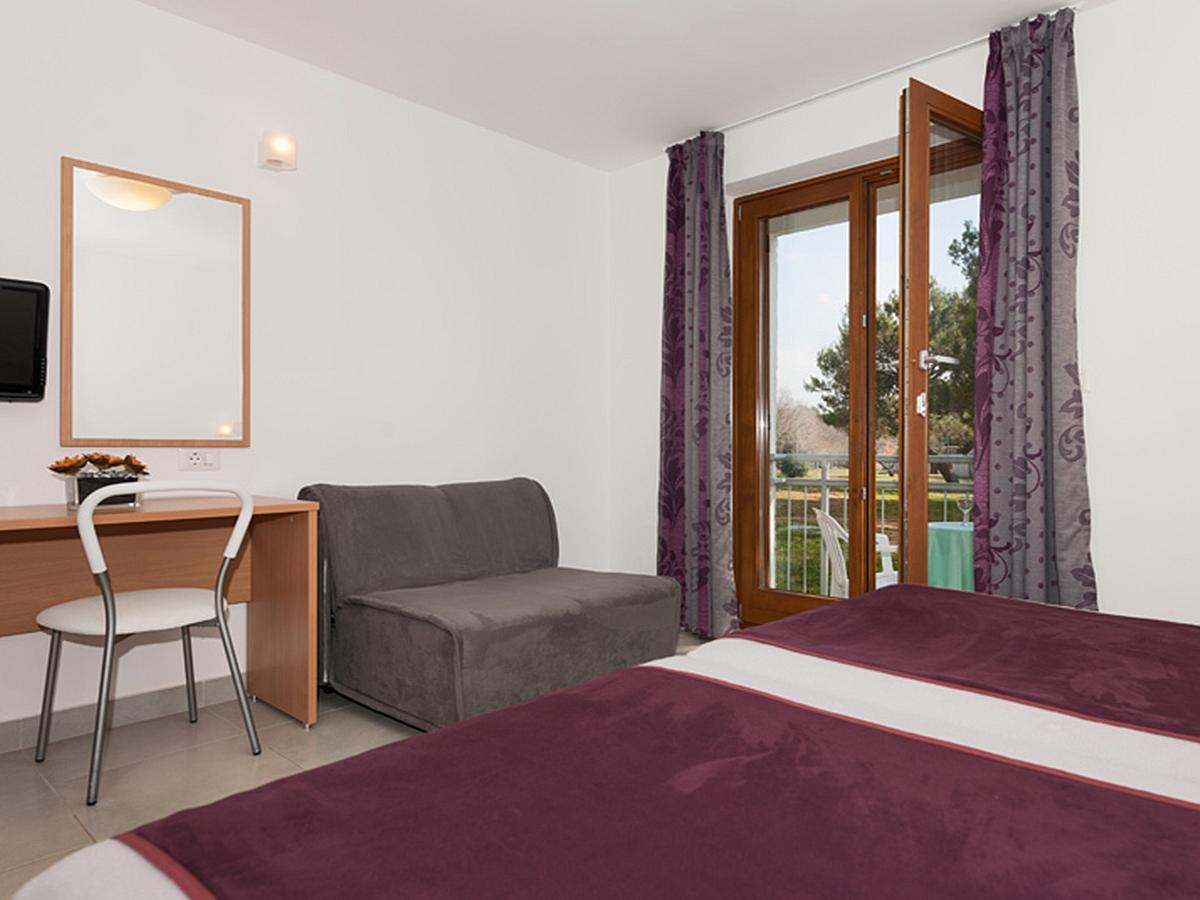Double room standard with balcony, single use, bed & breakfast