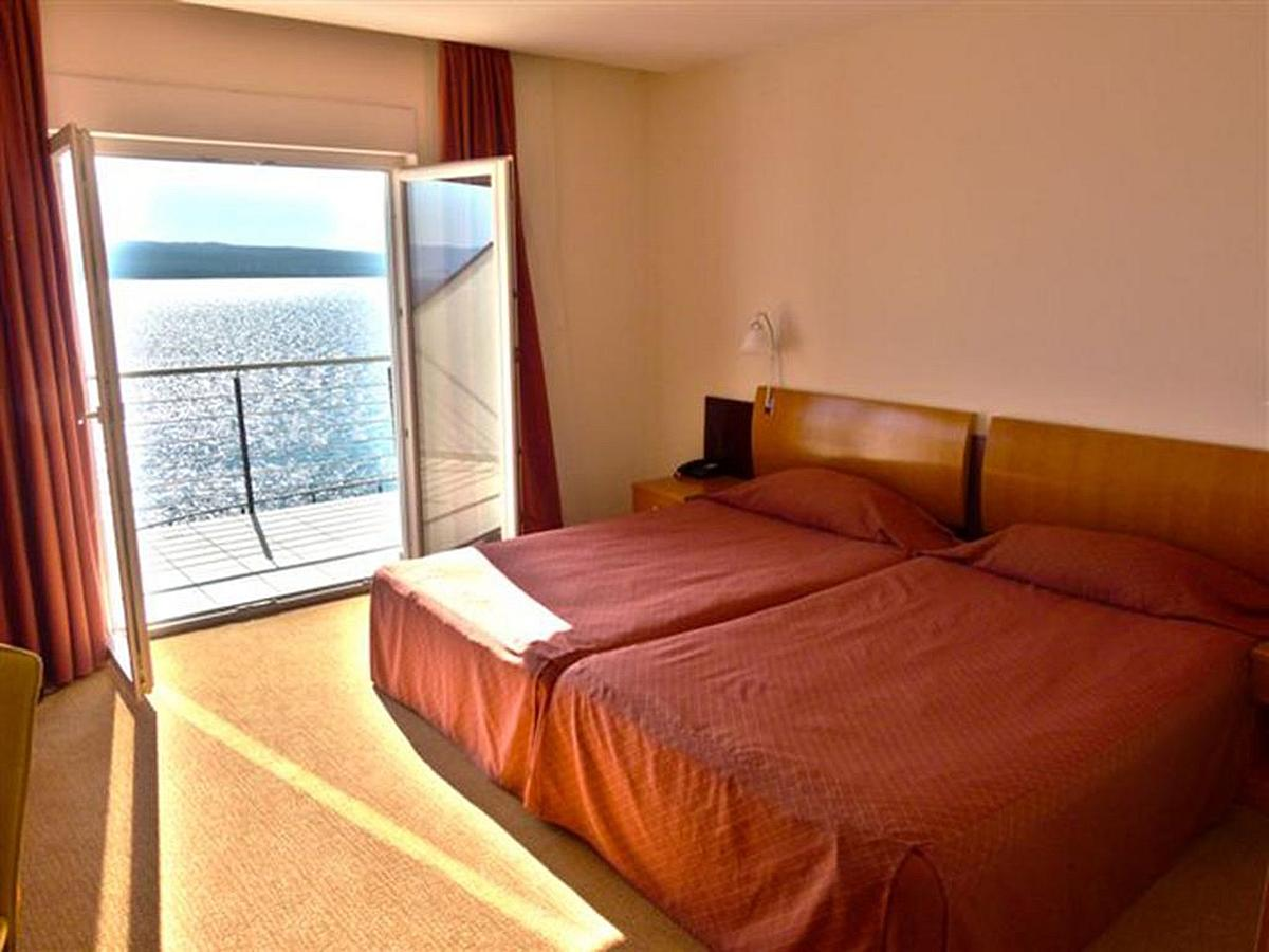 Double room sea side single use with bed and breakfast