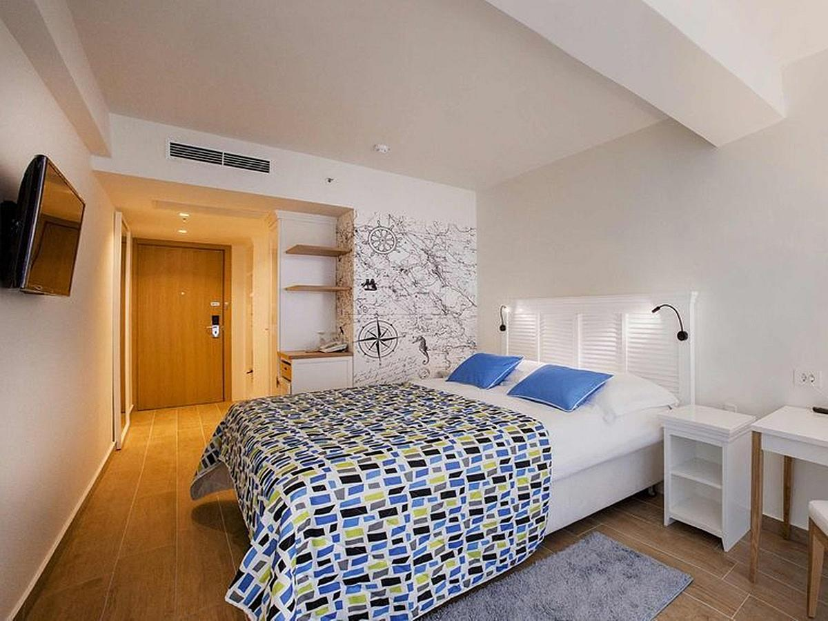 Two double rooms with French balcony with courtyard or garden view with a connecting door , bed and breakfast