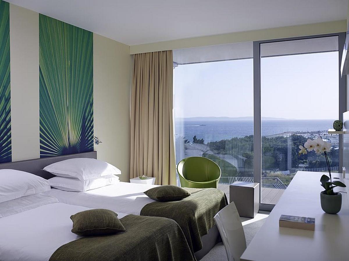 Dvoulůžkový pokoj s bočním výhledem na moře superior, balkon nocleh se snídaní