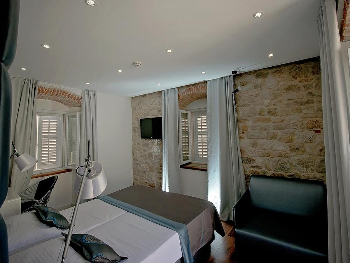 Double room Superior single use with bed and breakfast