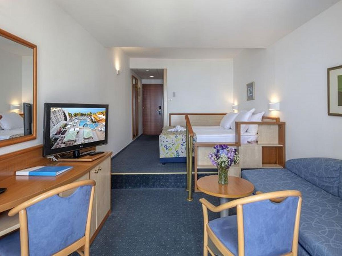 Superior double room with 2 help beds with balcony and halfboard