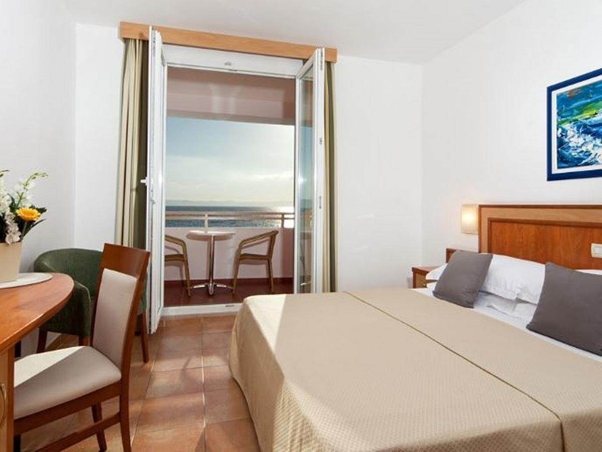 Double room with help bed superior, sea view with balcony and half board