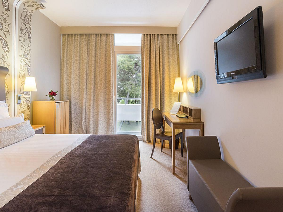Dvoulůžkový pokoj, classic s francouzským lůžkem, balkónem s polopenzí