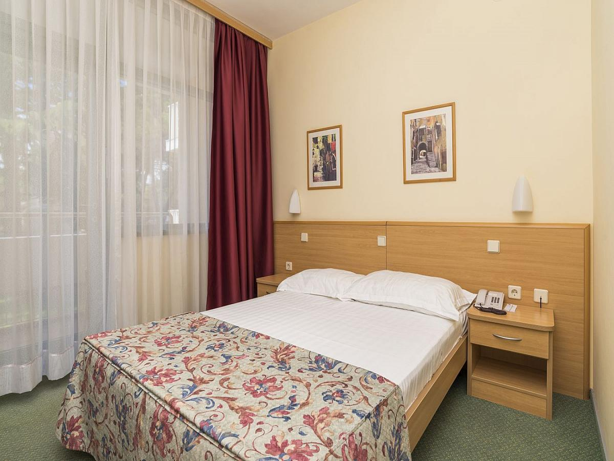 Double room, classic french bed with balcony, half board