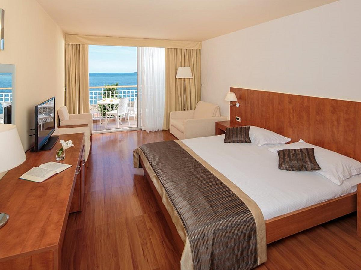 Double room  premium sea side with extra bed, balcony, and half board