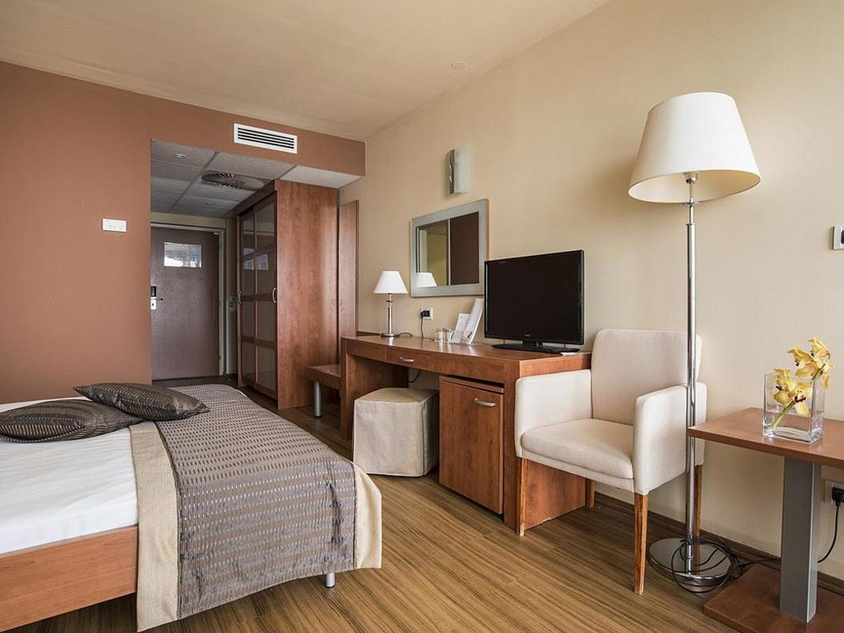 Double room with balcony, sea side, premium with half board