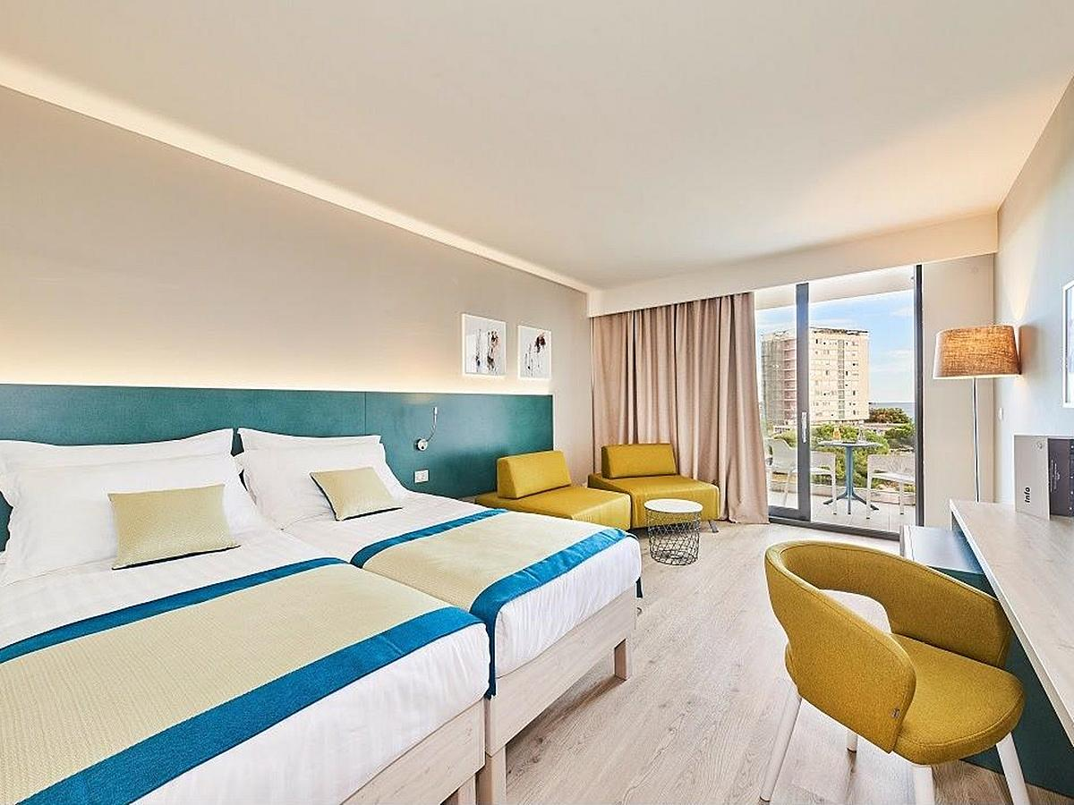 Two double rooms each with one extra bed, park side with balcony and connecting door - half board