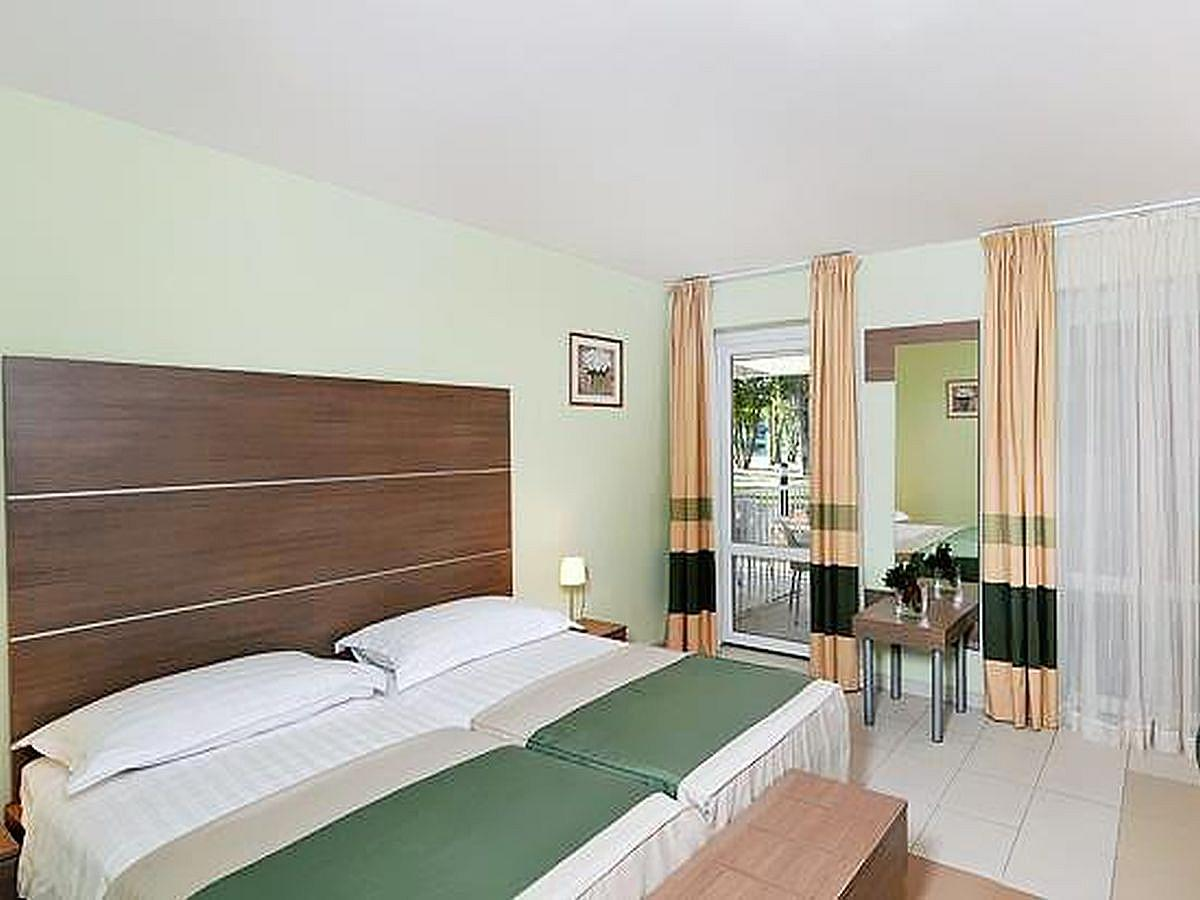 Double room, classic, pool side with balcony and half board