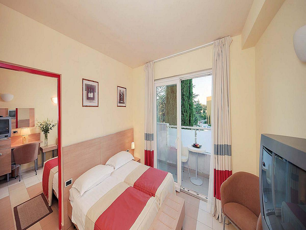 Two double rooms with connected doors, pool side with balcony - halfboard service