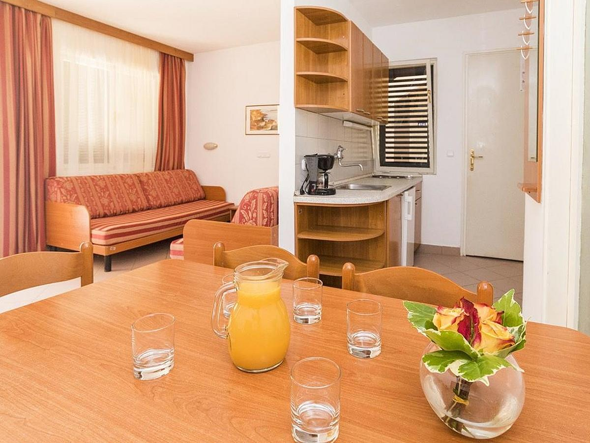 Apartment for 2 people + 3 extra beds, park side with balcony - economy