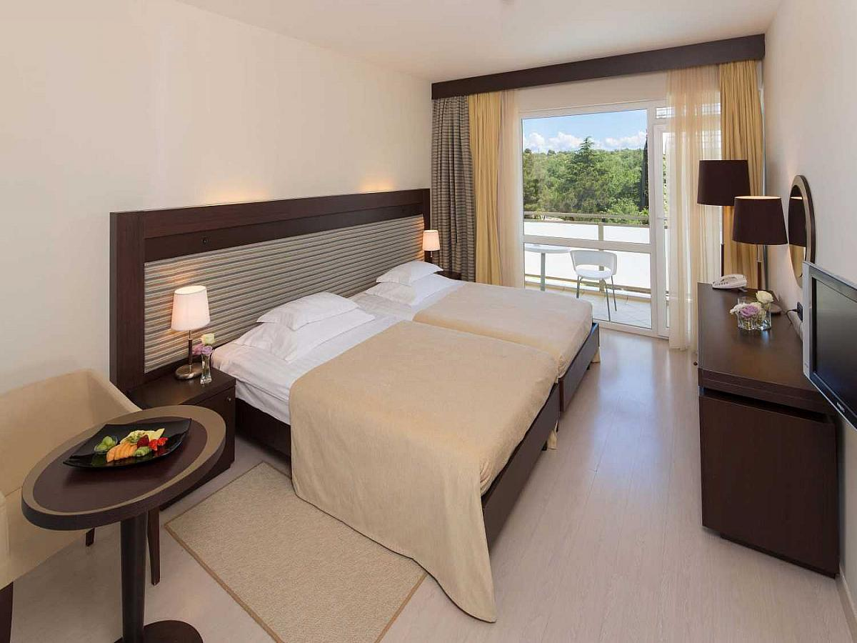 Double room, premium, pool side with balcony and half board
