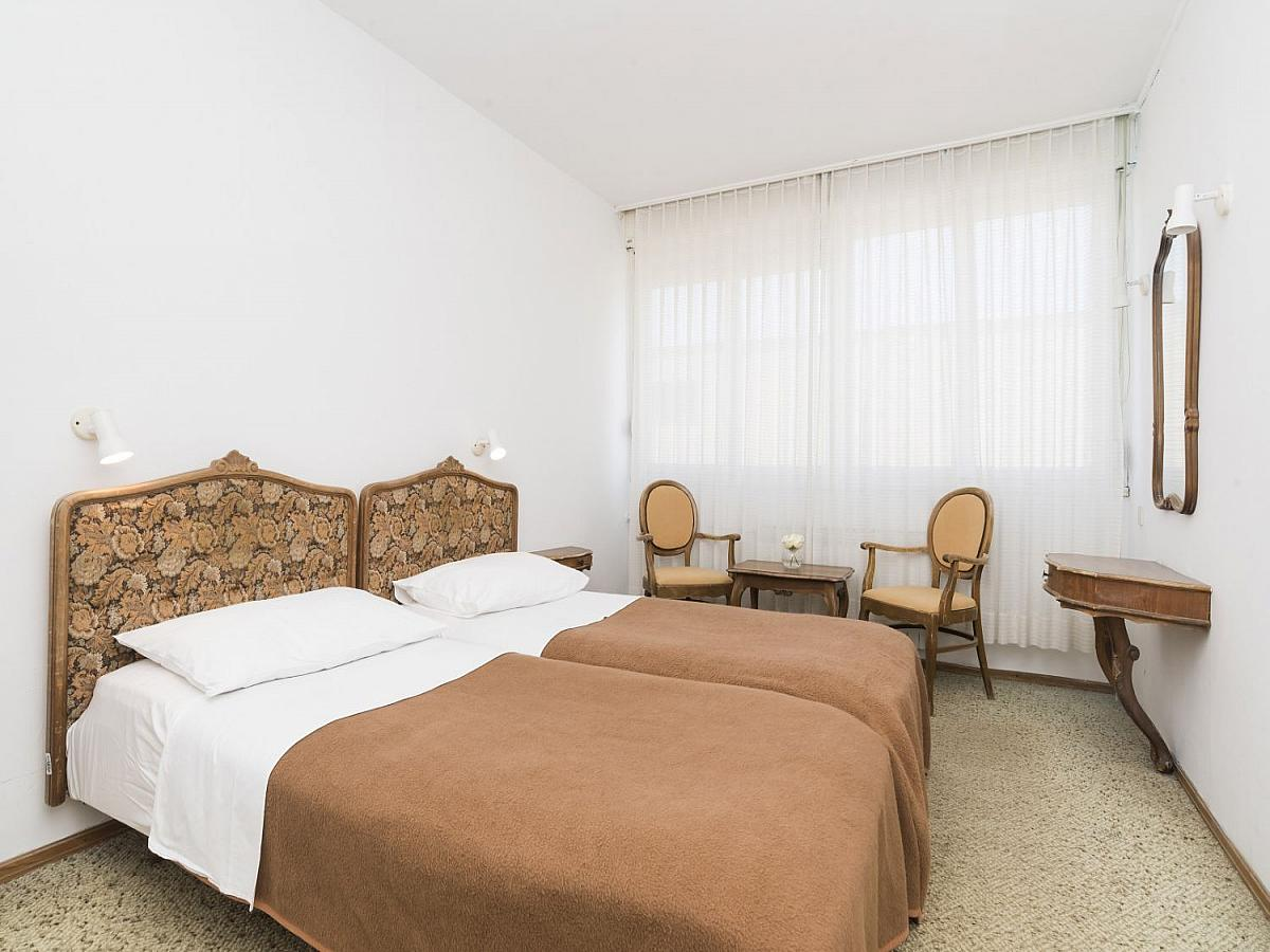 Double room park side with balcony, extra bed and half board