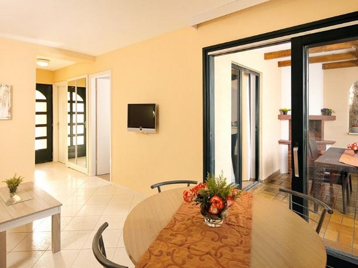 Apartma za 3 osebe z 2 pomožnima ležiščema stran park, z balkonom - classic