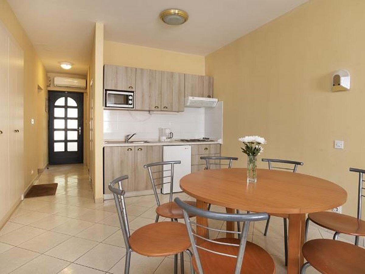 Apartma za 5 oseb z 2 pomožnima ležiščema terasa, park strana - premium