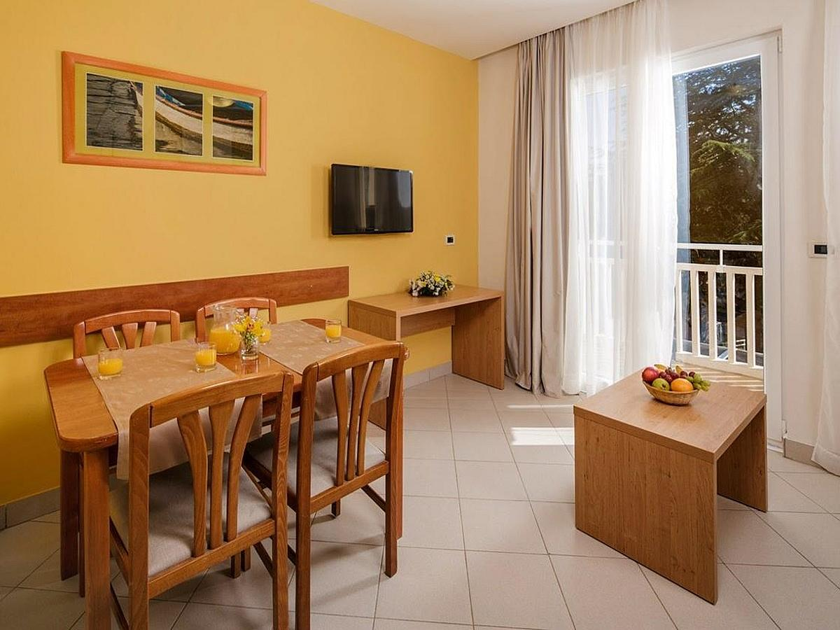 Apartment for 2 people + 2 extra beds, park side with balcony - classic