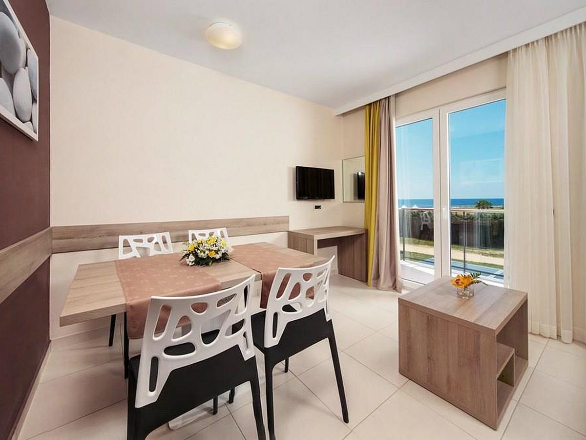 Apartmán pro 2 osoby + 2 pomocná lůžka, strana k parku s balkónem - superior
