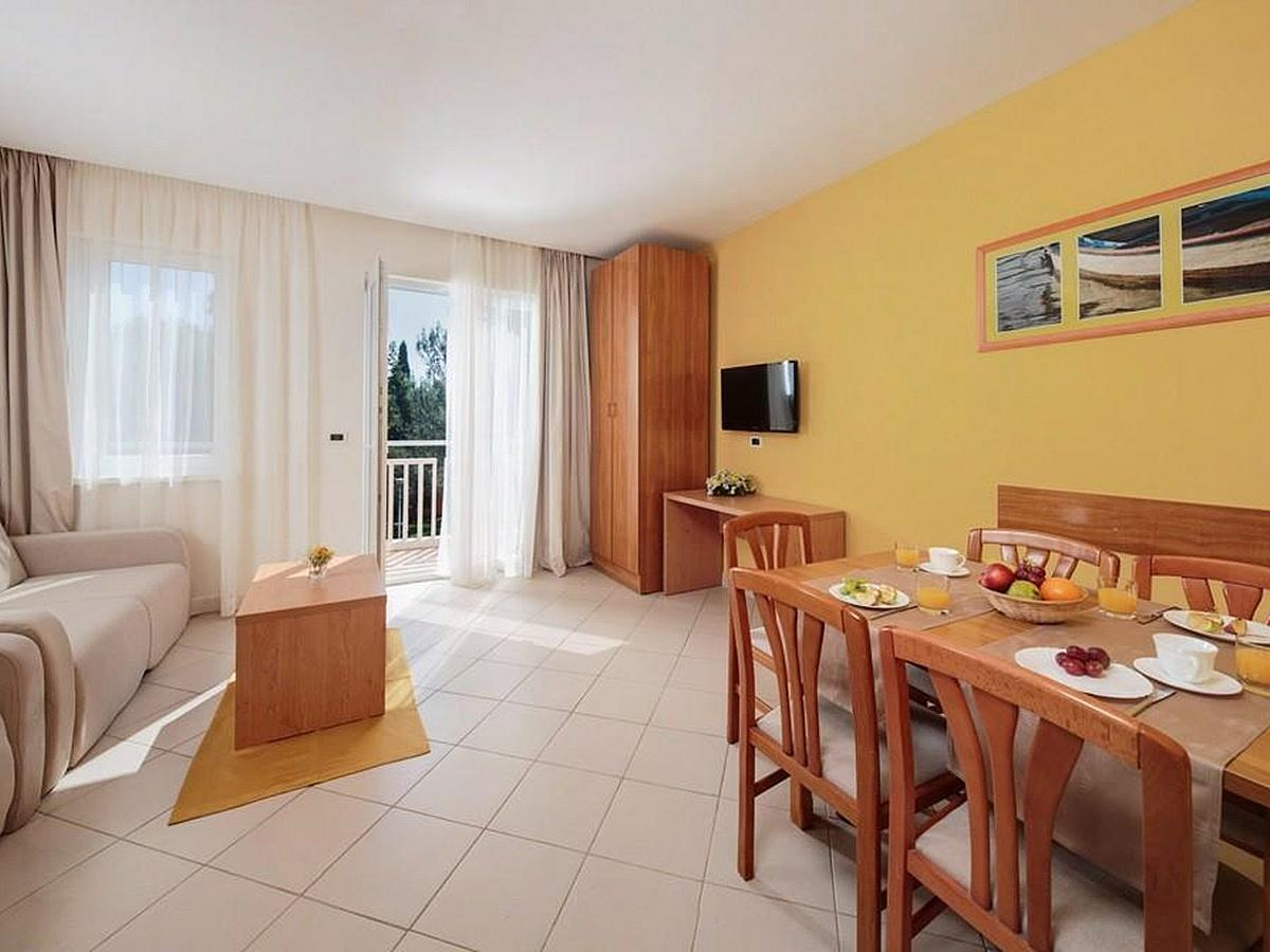 Apartment for 2 people + 3 extra beds, park side with balcony - classic
