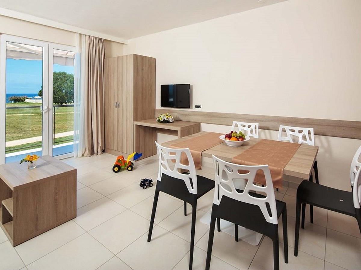Apartmán pro 2 osoby + 3 pomocná lůžka, strana k parku s balkónem - superior