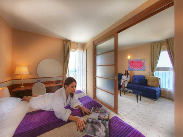 Double room sea side single use with half board