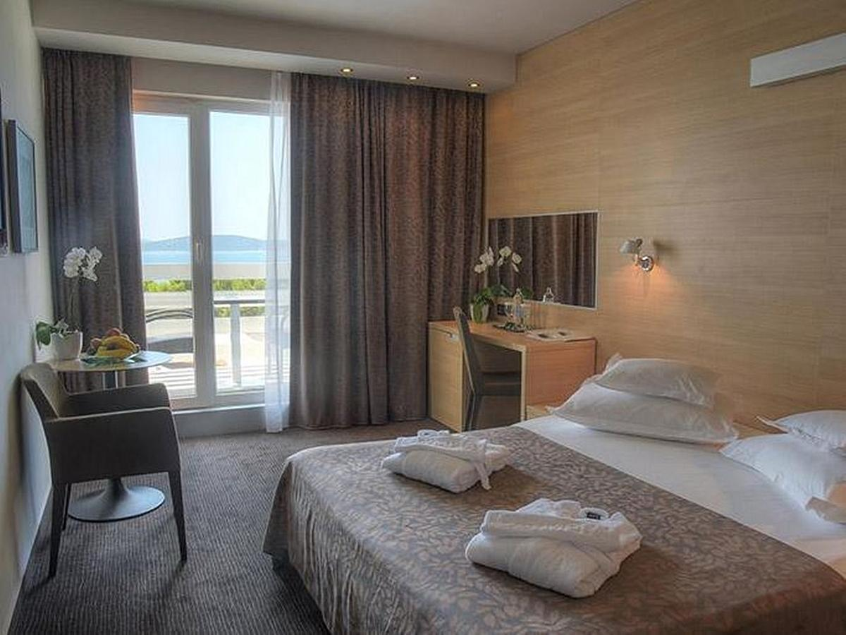 Double room sea view with balcony and bed and breakfast