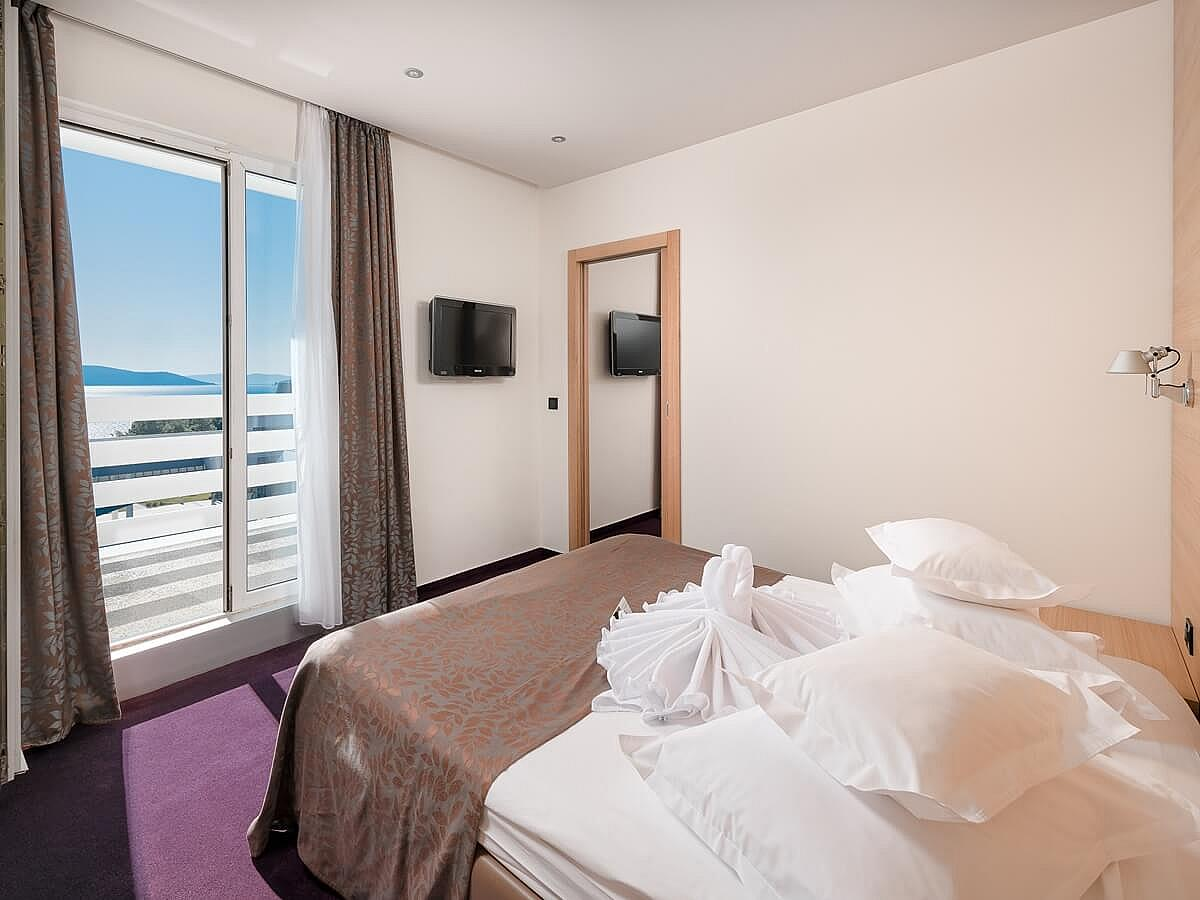 Double room with 2 help beds, junior suite, with bed&breakfast