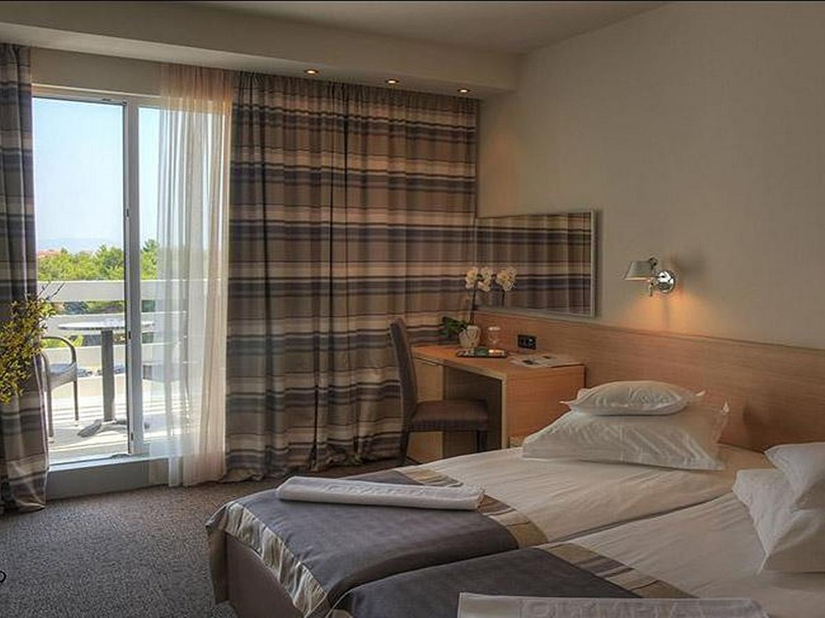 Double room park side with balcony bed and breakfast