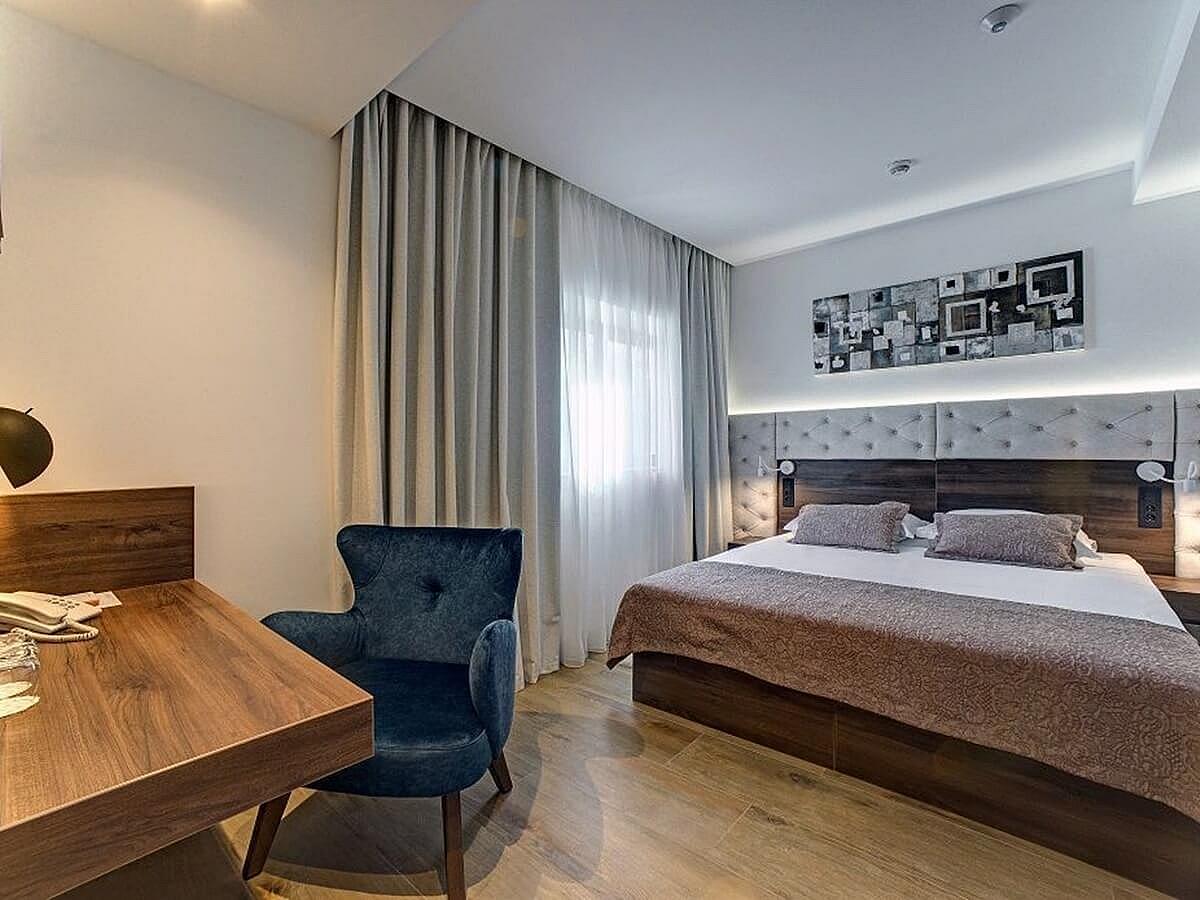 Dvoulůžkový pokoj suite- nocleh - snídaně