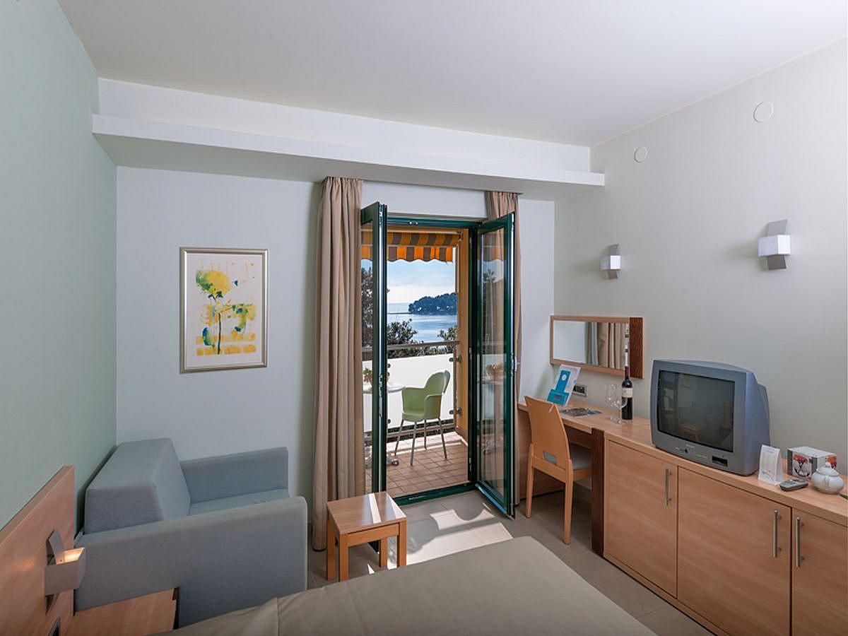 Double room superior with extra bed, balcony, and BB