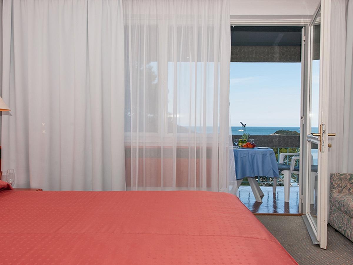 Dvoulůžkový pokoj premium strana k moři s balkónem, nocleh - snídaně - single use