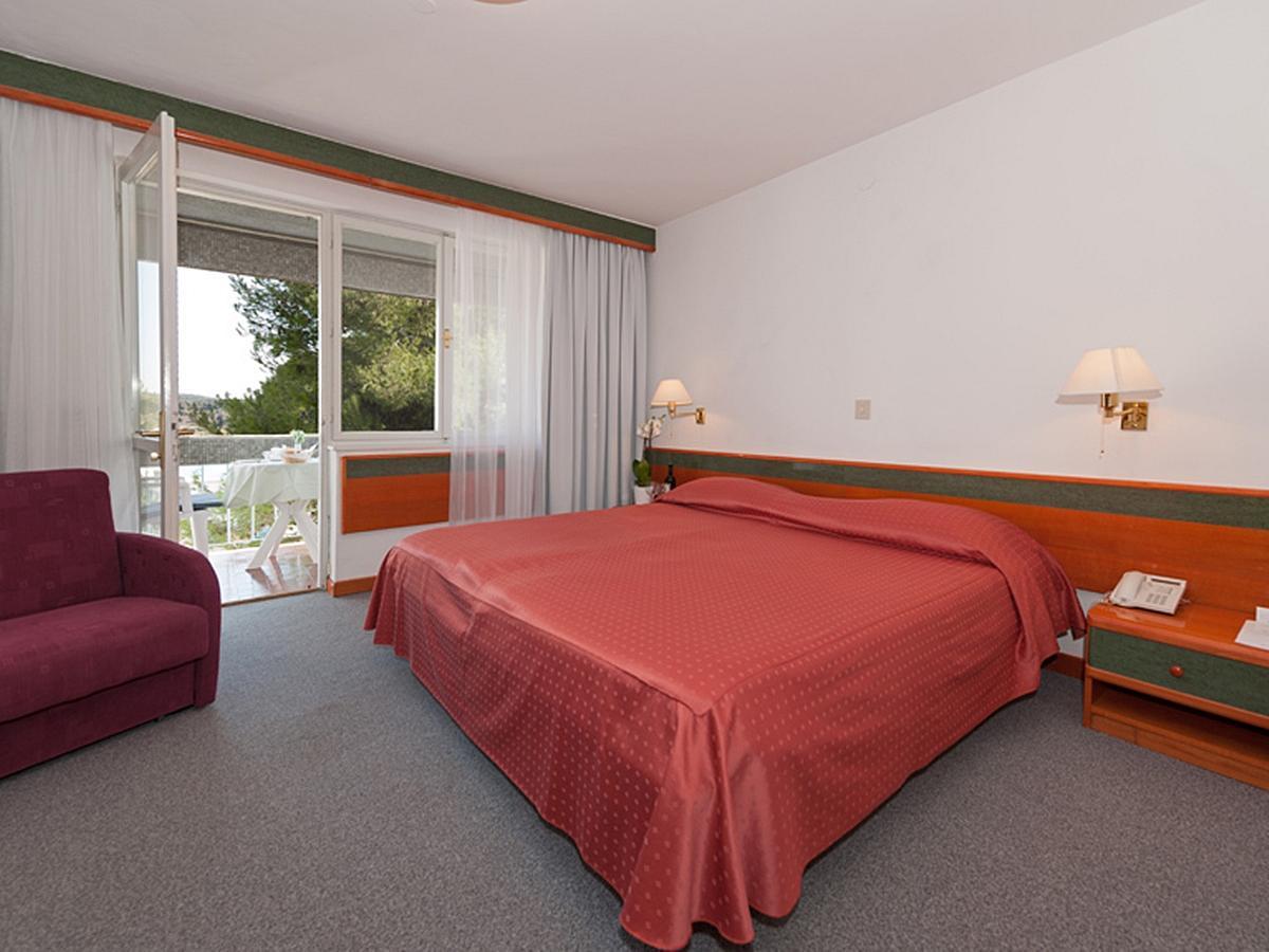 Dvoulůžkový pokoj, superior, strana k parku s balkónem - Classic - nocleh a snídaně
