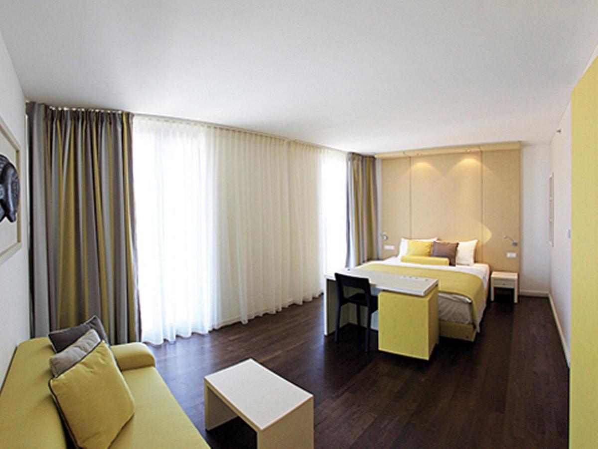 Dvokrevetna soba deluxe s 2 pomoćna ležaja - obiteljska soba s punim pansionom