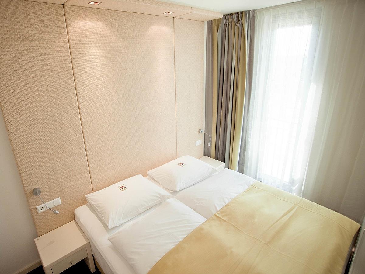 Dvokrevetna soba superior s 2 pomoćna ležaja - obiteljska soba s punim pansionom