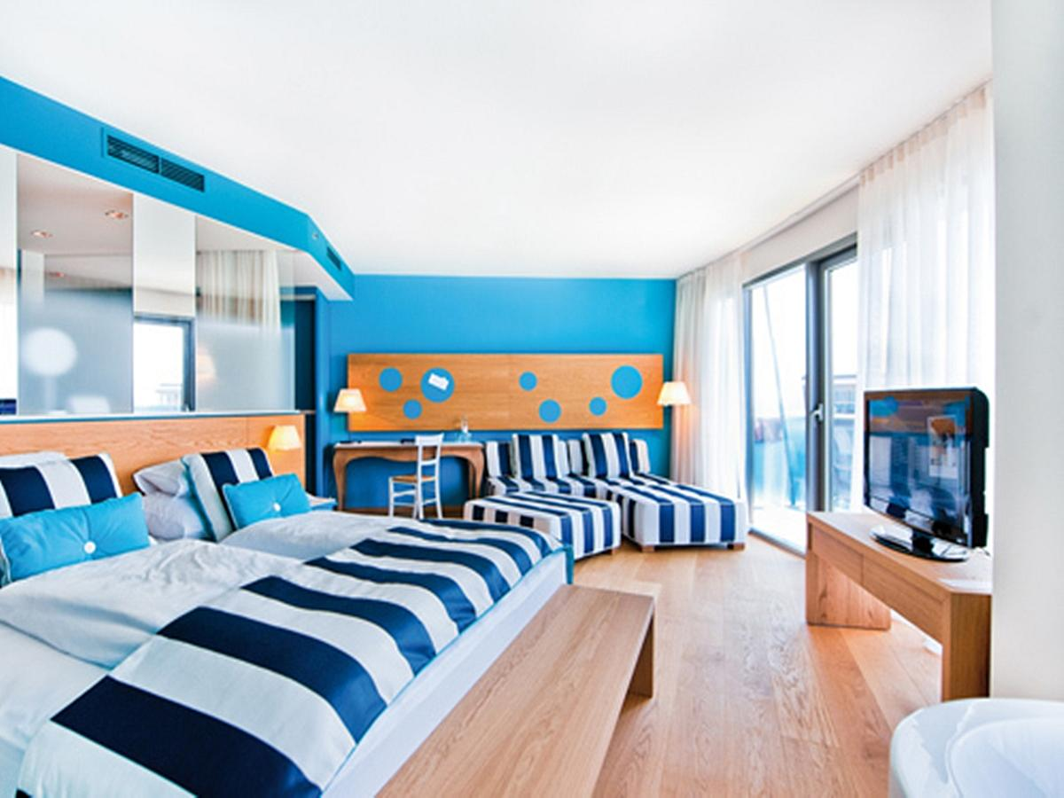 Double room junior suite sea side with bed and breakfast