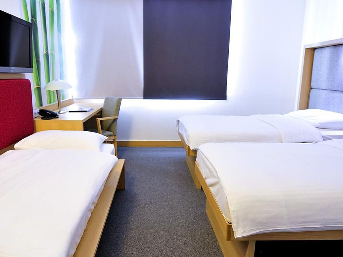 Triple room with bed and breakfast