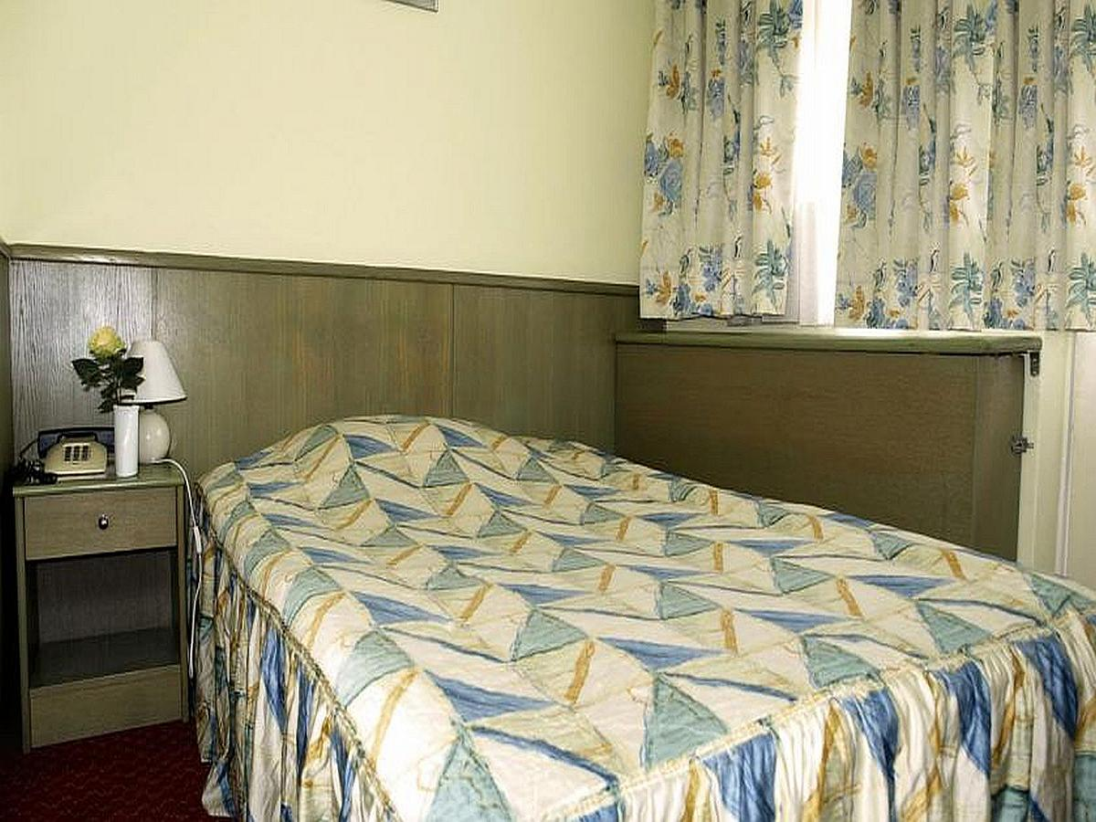 Single room Deluxe, bed and breakfast
